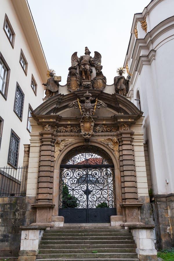 Porte de l'église de l'acceptation de Vierge Marie photos stock
