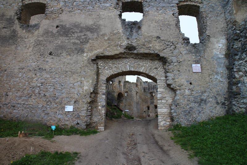 Porte de Peréni dans le château de Lietava, secteur de Žilina photos libres de droits