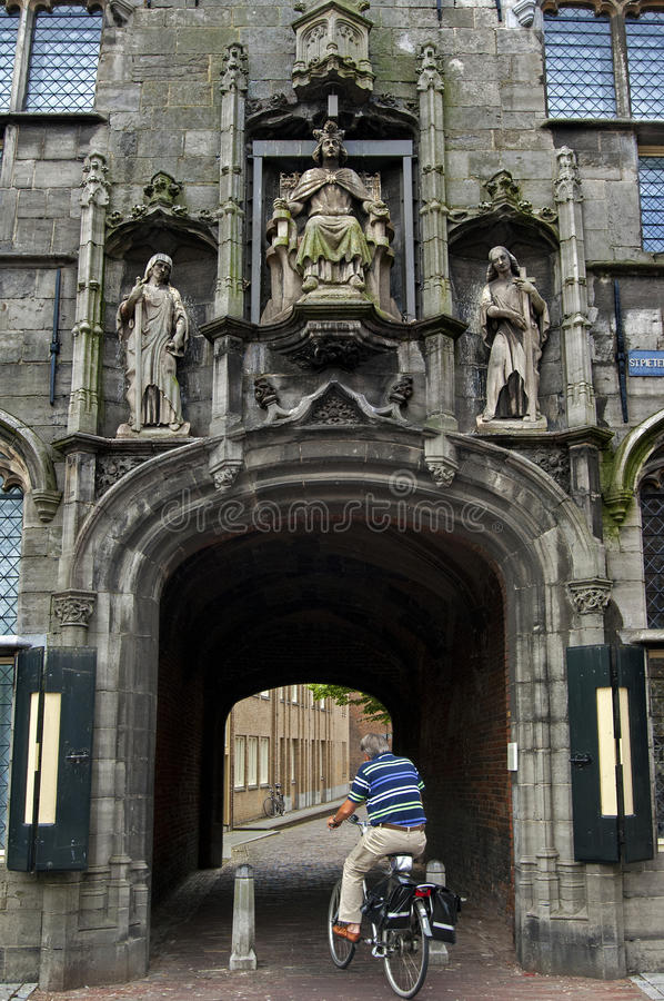 Porte de ville antique le Gistpoort dans Middelbourg image libre de droits