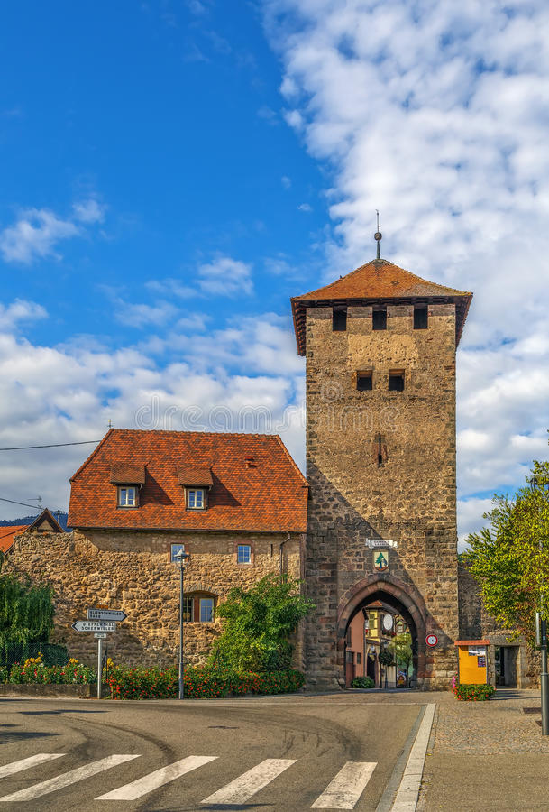 Porte de ville, Dambach-La-Ville, Alsace, France image libre de droits
