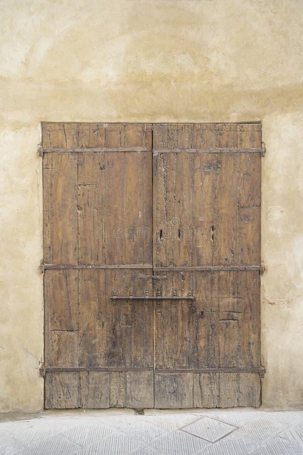 Porte de vintage en Italie photos stock