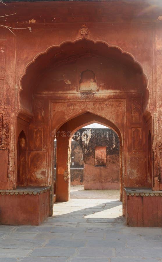 Porte de vo?te dans l'int?rieur du fort de Jaigarh jaipur l'Inde image stock