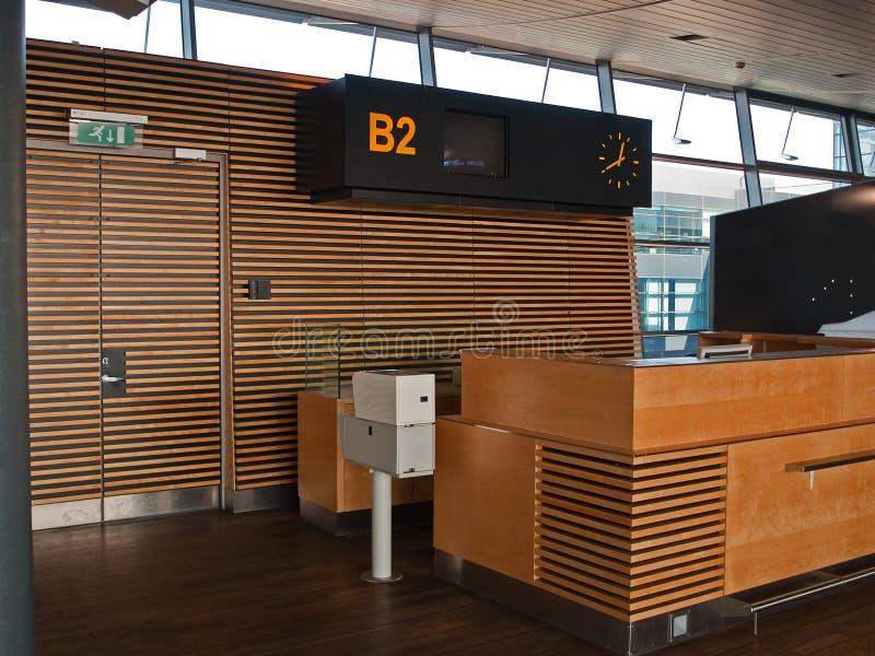porte de vols de compteur de contrôle d'aéroport photos libres de droits