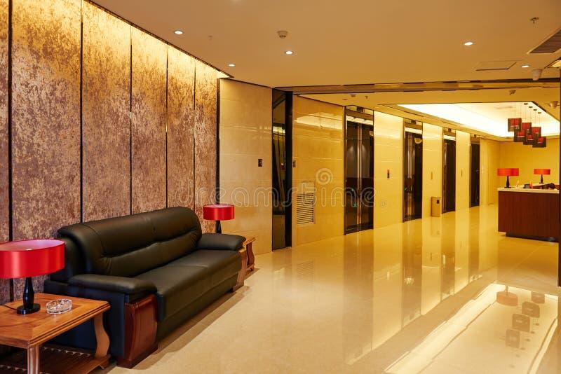 Porte dell'ingresso e dell'elevatore dell'hotel fotografie stock