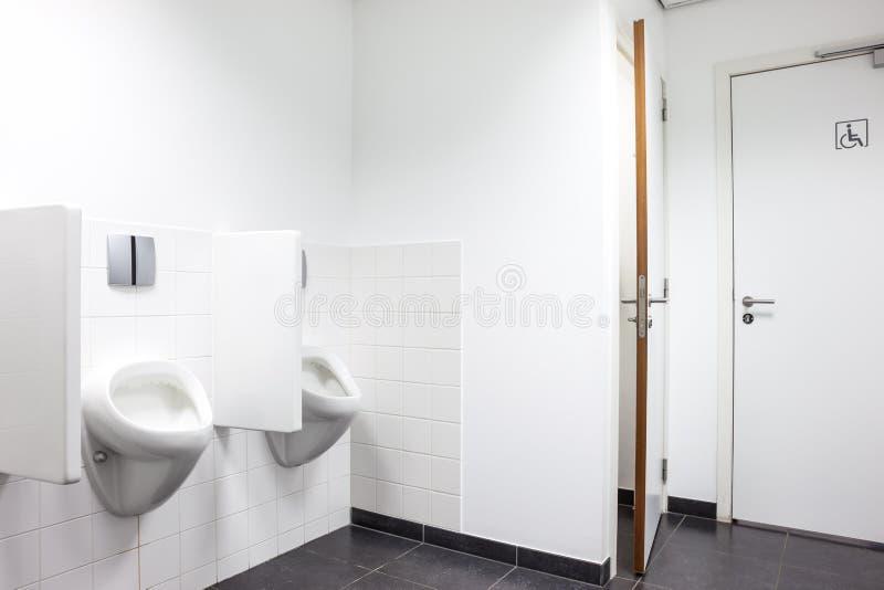 Porte della toilette e dell'orinale fotografia stock libera da diritti