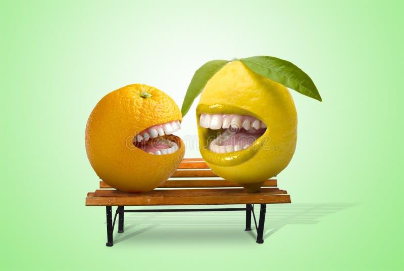 porte des fruits heureux photographie stock libre de droits