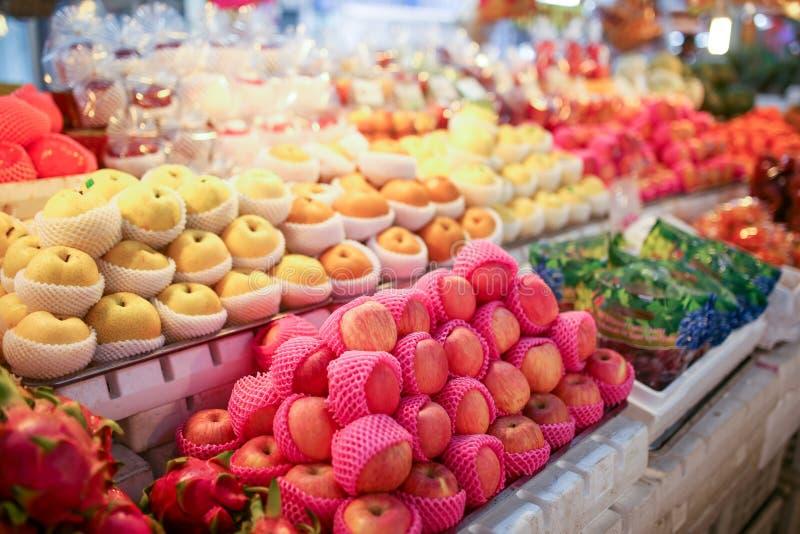 Porte des fruits l'étagère image stock