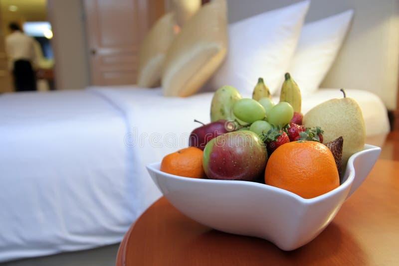 porte des fruits la chambre d'hôtel photos stock