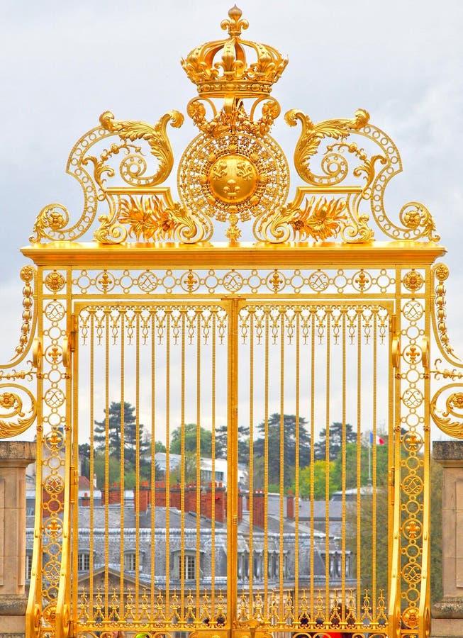 Porte dor e aux frances de palais de versailles photo stock image du chateau monument 86028360 - Palais des expositions porte de versailles ...