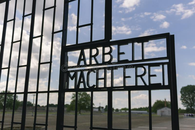 Porte du camp de concentration allemand Sachsenhausen à Berlin, image libre de droits