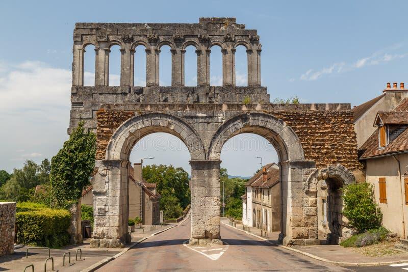 Porte du nord de ruines romaines antiques dans la ville historique d'Autun photographie stock libre de droits
