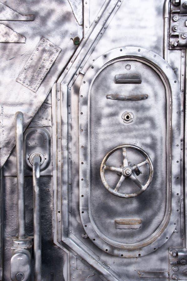 Porte en acier d'un navire de guerre Porte verrouillée en métal de sas d'accès de sous-marin images libres de droits