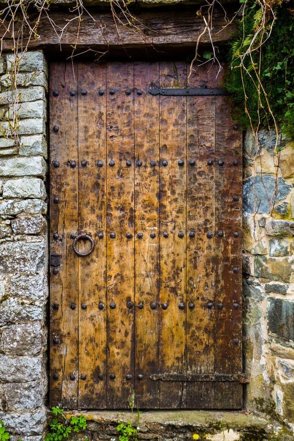 Porte en bois antique, Catalogne images libres de droits
