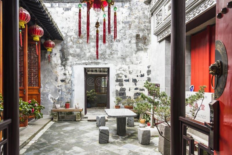 Porte en bois classique chinoise photographie stock