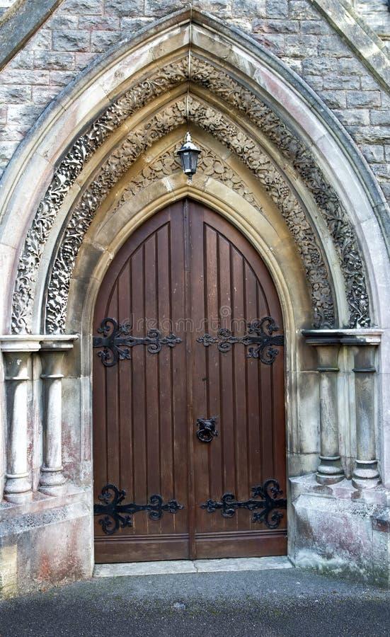 Porte en bois d'église image libre de droits