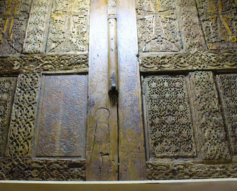 Porte en bois dans la basilique magnifique de la nativité de Christ's à Bethlehem photos libres de droits