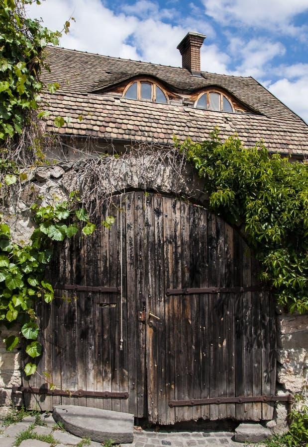 Porte en bois dans Szentendre photo libre de droits
