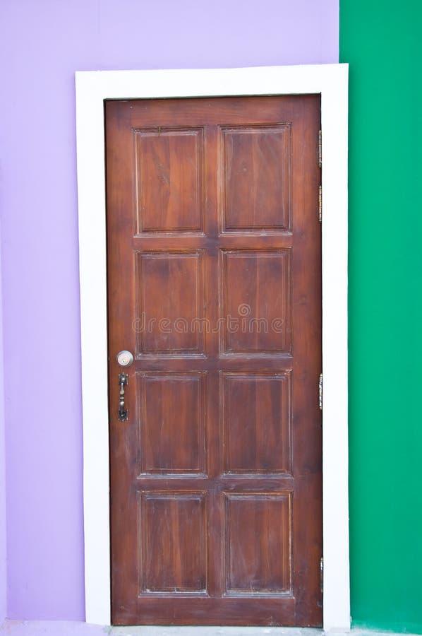 Porte en bois de Brown photos stock