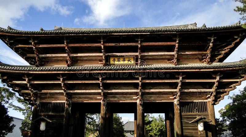 Porte en bois de temple de Todaiji image libre de droits