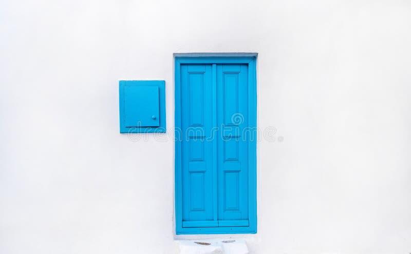 Porte en bois de turquoise photographie stock libre de droits