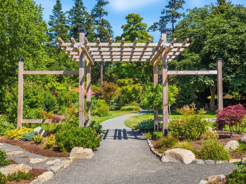 pergola japonaise pergola japonaise pergola jardin la japonaise pergola tonnelle et barnum. Black Bedroom Furniture Sets. Home Design Ideas