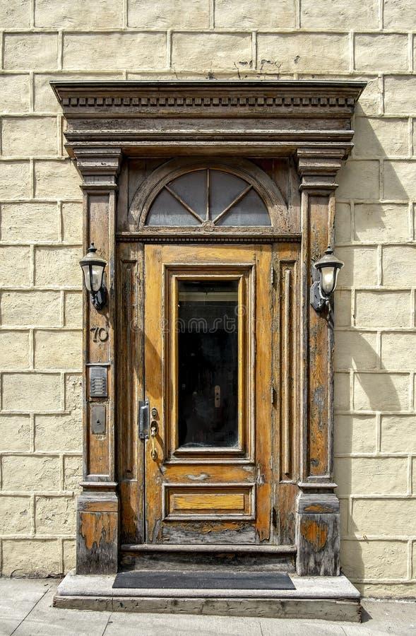 Porte en bois vieux Québec photographie stock libre de droits