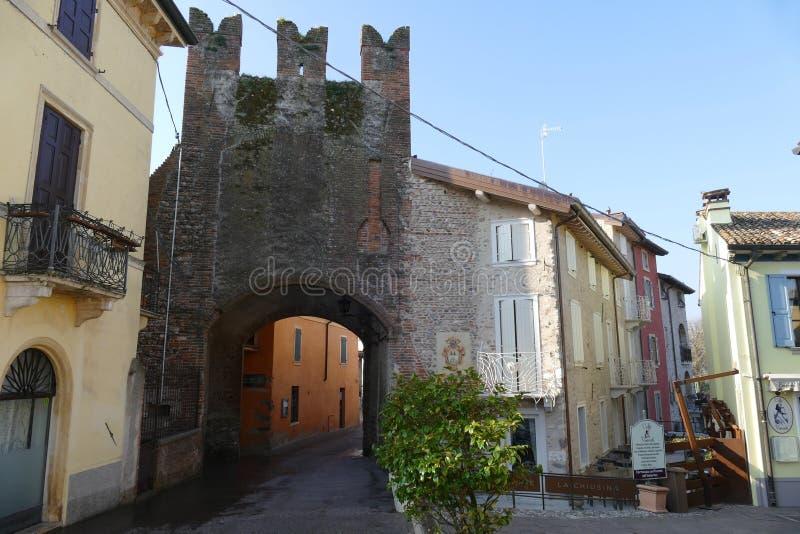 Porte en pierre d'†de Borghetto « photographie stock libre de droits