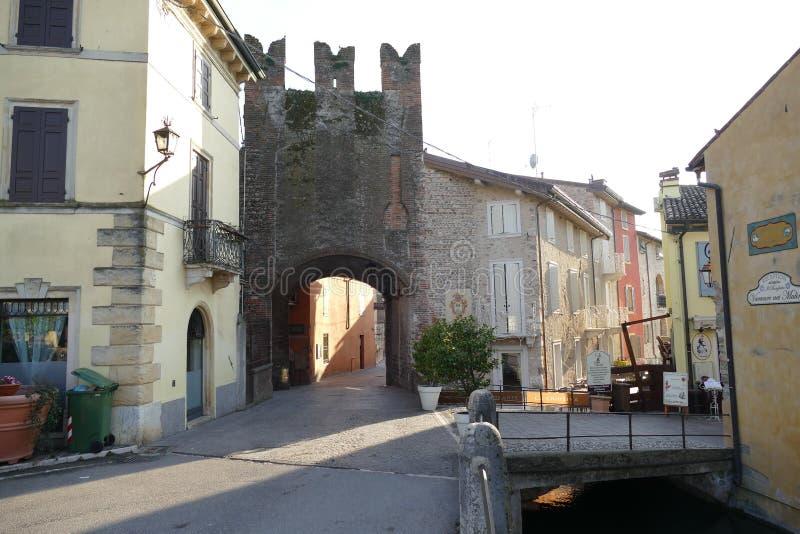 Porte en pierre d'†de Borghetto « photos stock