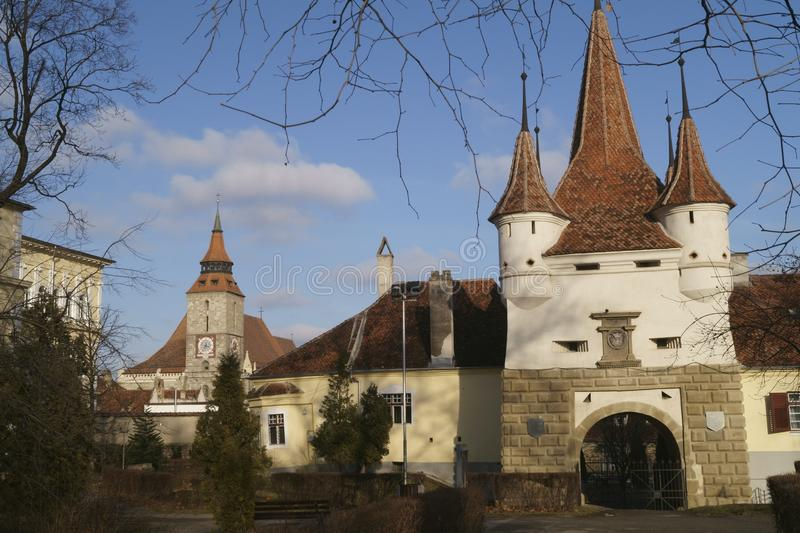 Porte et église noire Poarta Ecaterinei SI Biserica Neagra Brasov, Roumanie d'Ecatherine image stock