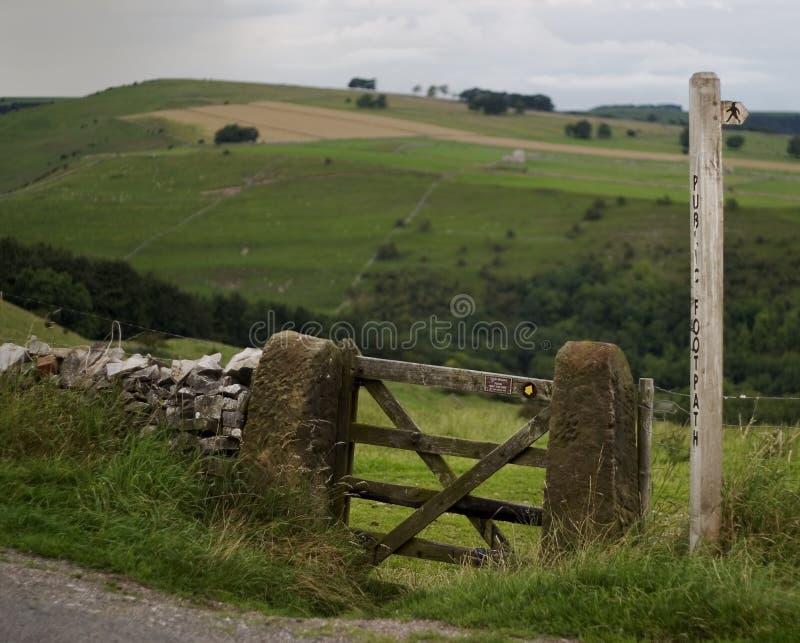 Porte et poteau