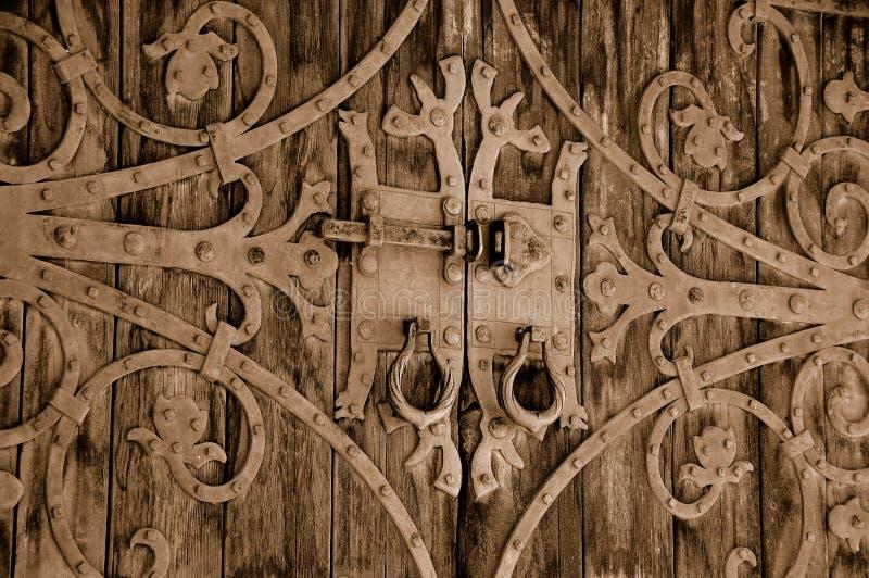 Porte fleurie de château de cru images stock