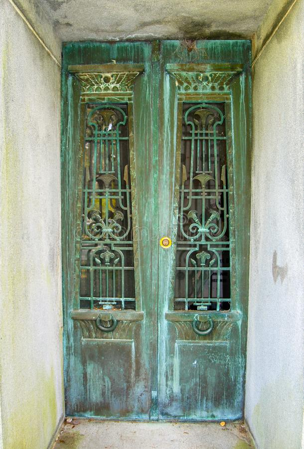 Porte fleurie de mausolée en Bonaventure Cemetery image libre de droits