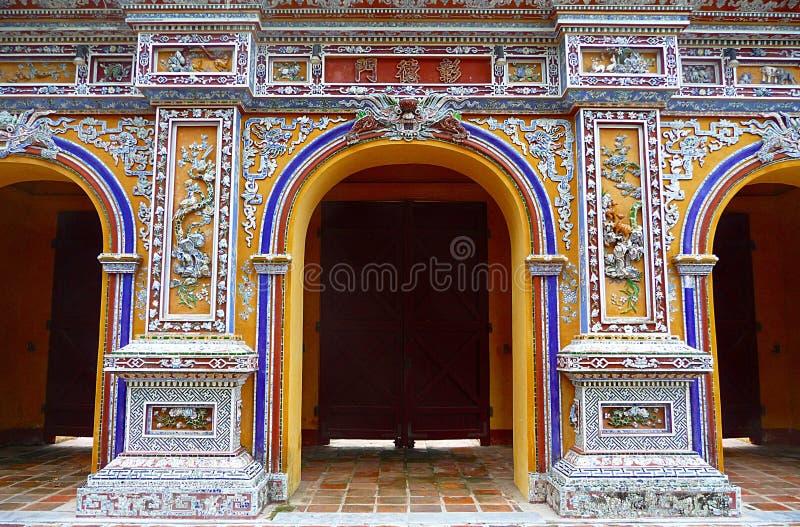 Porte glorieuse à la citadelle dans la tonalité, Vietnam photographie stock