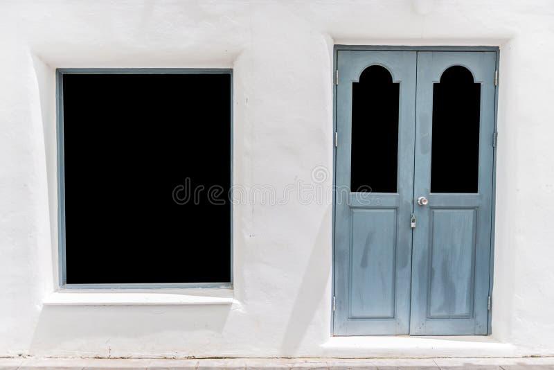 porte grise sur l 39 escalier blanc de mur et de ciment image. Black Bedroom Furniture Sets. Home Design Ideas