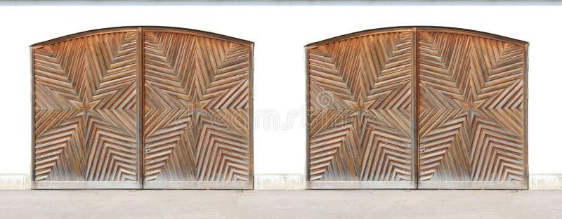 Porte incurvate di legno del garage con la scultura starlike immagini stock libere da diritti