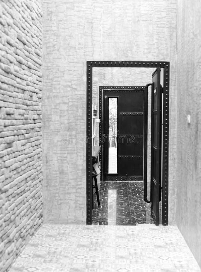 Porte Intérieure Noire Et Blanche Photo stock - Image du fond ...