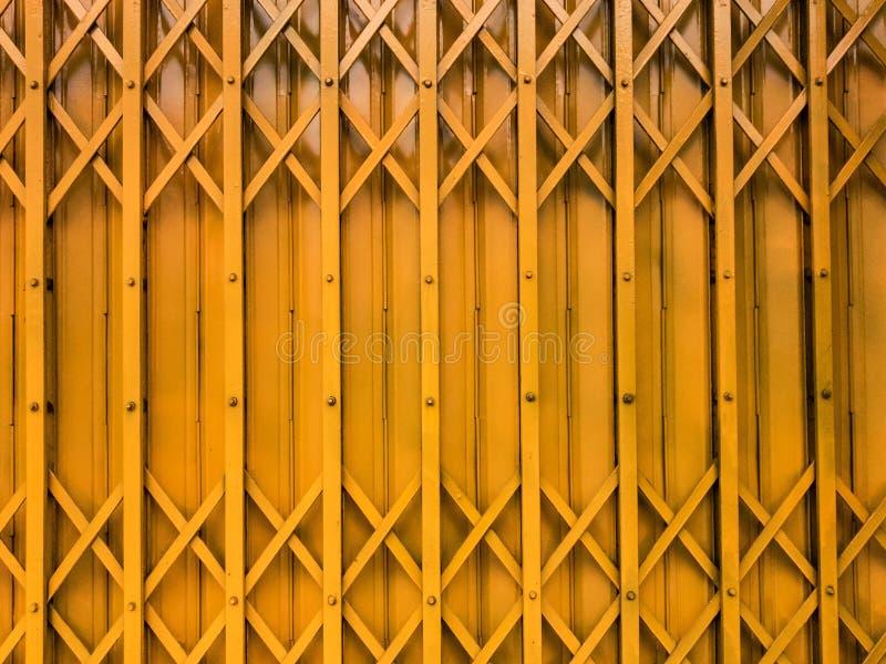 Porte jaune image stock