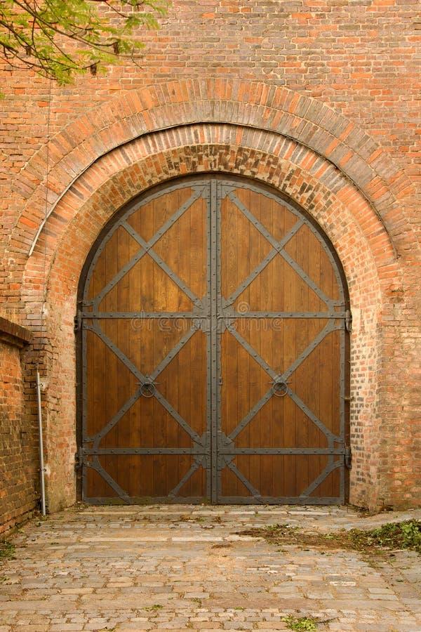 Porte médiévale de château image stock