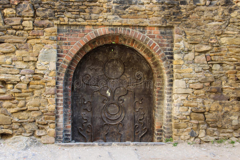 Porte médiévale en métal photo stock