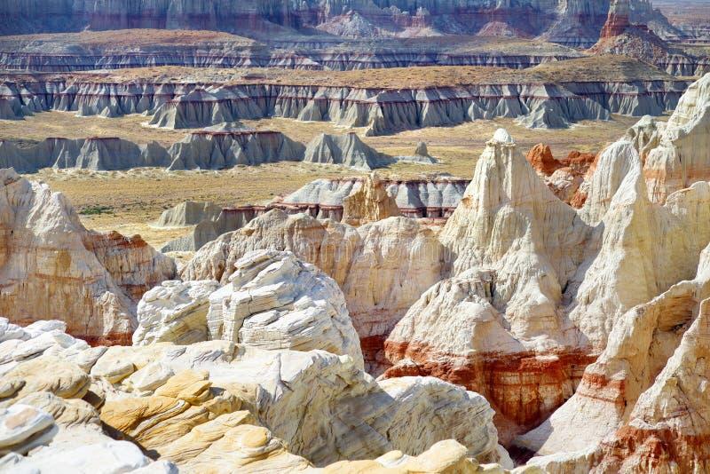 Porte-malheur rayés blancs renversants de grès en canyon de mine de charbon près de ville de tuba, Arizona photographie stock libre de droits