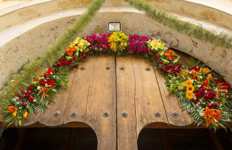 Porte mexicaine florale d'église image libre de droits
