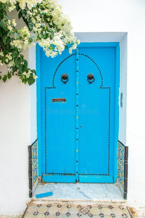 porte orientale image stock image du ethnicity asiatique 37500771. Black Bedroom Furniture Sets. Home Design Ideas