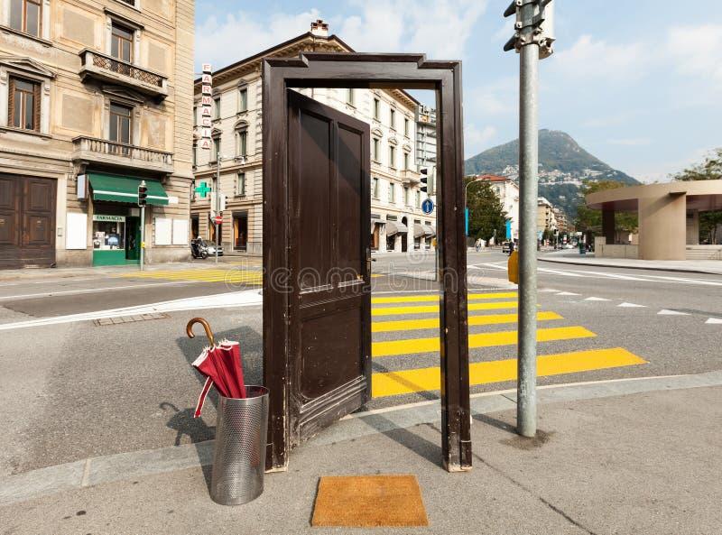 Porte ouverte, dehors photos libres de droits