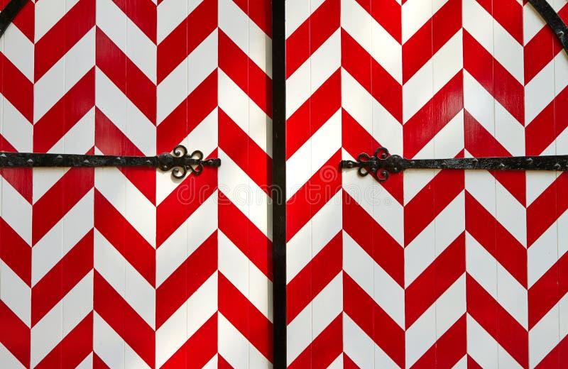 porte rayée blanc rouge de château image stock