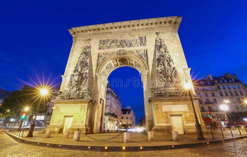 Porte Saint Denis est un monument parisien situé dans le 10ème arrondissement de Paris, France photos libres de droits