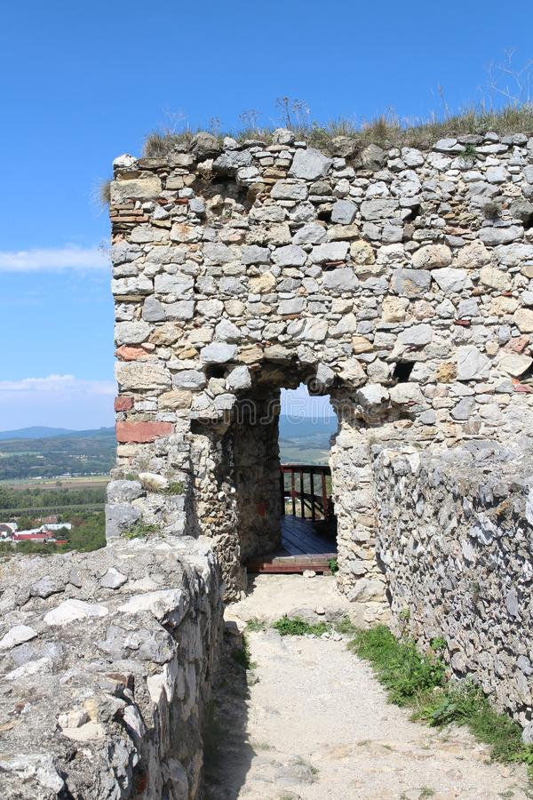 Porte sur le château de Beckov photographie stock