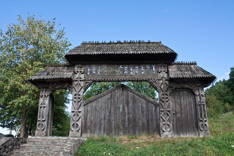 Porte traditionnelle dans Maramures, Roumanie images libres de droits