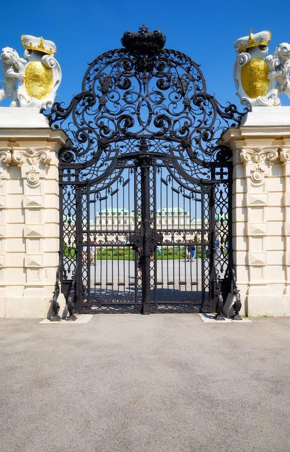 Porte travaillée classique photo libre de droits