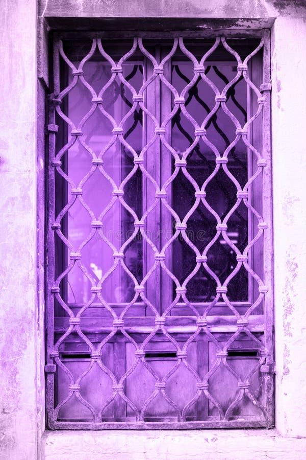 Porte ultra-violette fond de la couleur de tendance image libre de droits