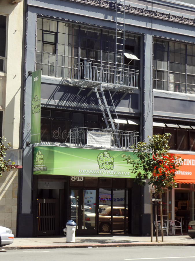 Porte verte, magasin médical de boutique de pot de marijuana en SOMA photos libres de droits